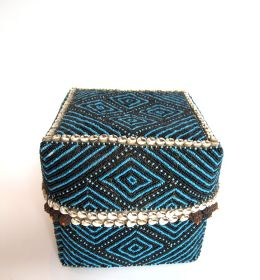 Indonesian basket with beads, 125€